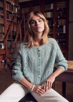 knitting cardigan what to knit just knit knit tutorial knit projects chunky knitting just knit chunky knitting knit socks knitted ideas knitting diy knitting ideas Pullover Outfit, Sweater Cardigan, Mint Sweater, Mode Lookbook, Diy Mode, Moda Casual, Knit Fashion, Fall Fashion, Style Fashion