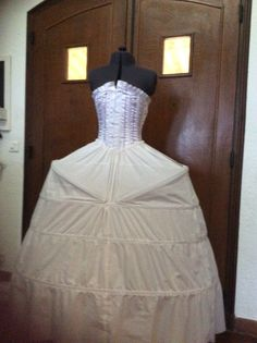 Laughing, Victorian, Costumes, Dresses, Fashion, Vestidos, Moda, Gowns, Dress Up Clothes