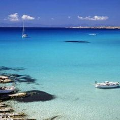 Formentera (small island I visited near Ibiza) Beautiful Islands, Beautiful Beaches, Places To Travel, Places To See, Places Around The World, Around The Worlds, Formentera Spain, Holiday Destinations, Travel Destinations