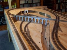 Atlas Model Railroad Co. Ho Train Layouts, Ho Scale Train Layout, Escala Ho, Train Miniature, Model Railway Track Plans, N Scale Model Trains, Ho Trains, Atlas, Train Set