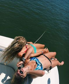 Pin by grace hammers on bestie goals Lake Pics, Lake Pictures, Friend Pictures, Summer Goals, Summer Of Love, Best Friend Goals, Bff Goals, Boat Pics, Friend Poses