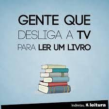 gente que desliga a tv para ler um livro
