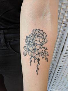 Cluster von Sukkulenten von Lucie Morticia in Guns N Ink Stowmarket UK Half Sleeve Tattoos Color, Full Sleeve Tattoo Design, Half Sleeve Tattoos Designs, Full Sleeve Tattoos, Up Tattoos, Black Tattoos, Tattoo Designs, Tatoos, Succulent Tattoo
