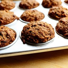 Muffins with Applesauce - Ree Drummond @keyingredient #muffins
