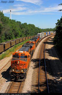 RailPictures.Net Photo: BNSF 7051 BNSF Railway GE ES44C4 at Sibley, Missouri by Zach Pumphery