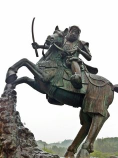 Statue of Uesugi Kenshin which stands in front of the Archaeological Artifacts Center in Joetsu city #Samurai