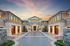 Modern mansion, house goals, my dream home, dream homes, billionaire lifest Traditional Home Exteriors, Traditional House, Luxury Homes Dream Houses, Luxury Life, Luxury Living, Dream Homes, Casas Containers, Dream Mansion, Modern Mansion