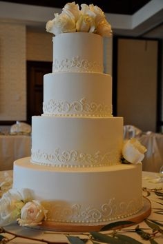 love the simple detailing on the cake