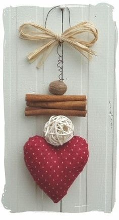 DIY Valentine's Day crafts; Valentine's Day gift ideas. Valentines Bricolage, Valentine Crafts, Felt Christmas, Christmas Time, Valentines Day Decorations, Christmas Decorations, Hobbies And Crafts, Diy And Crafts, Fabric Hearts