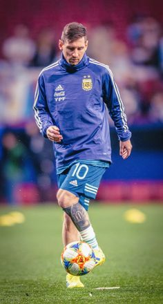 Neymar, Messi Messi, Rugby, Famous Legends, Leonel Messi, Football Images, Uefa Champions, Ac Milan, Best Player