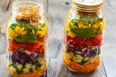 Przepis na sałatkę do pracy w słoiku, zdrowo i ładnie. - paleolife Fresh Rolls, Pickles, Cucumber, Mason Jars, Lunch, Ethnic Recipes, Food, Per Diem, Eat Lunch