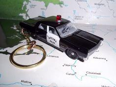 CUSTOM KEYCHAIN 1967 PLYMOUTH FURYII POLICE CAR,BLACK W/OPENING HOOD-BLACK WHEEL #JHONNYLIGHTNING