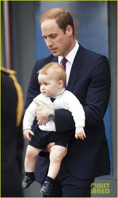 Prince George Makes an Appearance After His Parents Play with Puppies! | prince george makes appearance parents play with puppies 41 - Photo...