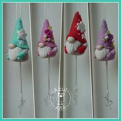 Fimo Clay, Polymer Clay Crafts, Ceramic Clay, Handmade Polymer Clay, Christmas Items, Felt Christmas, Christmas Crafts, Gnome Ornaments, Clay Ornaments