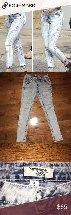 High waisted Acid Washed Jeans High waisted Acid Washed Jeans. NWOT. Size 5. Brand: Havoc+ Harmony **NOT Hollister** Hollister Jeans