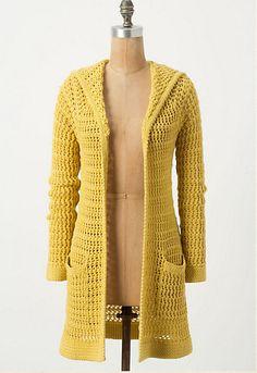amarillo y con capucha