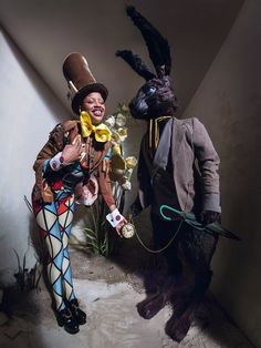 Slick Woods as The Madhatter photographed by Tim Walker for the 'Alice in Wonderland' themed 2018 Pirelli calendar. Styled by Edward Enninful. Tim Walker Photography, Light Photography, Artistic Photography, Editorial Photography, Tim Burton, Fashion Art, Editorial Fashion, Halloween Circus, Fashion Model Poses