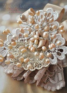 """Купить Брошь """"Мэрилин"""" - брошь, винтажный стиль, кремовый, нарядный, праздничный, подарок, перламутр, жемчуг"""