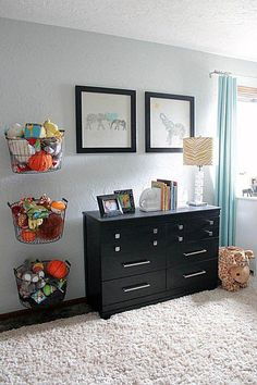 5 Cheap Tips For A More Organized Home Toy Rooms, Kids Rooms, Hanging Storage, Vertical Storage, Wall Storage, Large Toy Storage, Key Storage, Diy Hanging, Hanging Wire