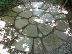 Do it yourself patio pavers: make the mold, make the pavers, lay out your pattern. Love this paver medallion!