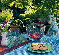 Gestaltungsideen für den Cottage-Garten: Gedeckter Tisch im Garten - Wohnen & Garten