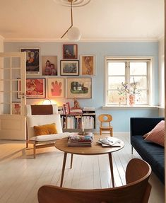 Fun soft pastels can help bring to life a gallery wall of loved prints and collected pieces. Not to mention good lighting, living spaces with a fun se… - Decoration For Home Home Living Room, Living Room Designs, Living Room Decor, Living Spaces, Living Room Daybed, Pastel Living Room, Small Living, Deco Studio, Inside Design