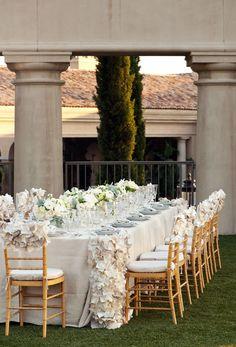gorgeous wedding table  natural, ivory and gold   floral design, wedding flowers   Studio EMP, Nisies Enchanted Florist via CeremonyBlog.com (1)