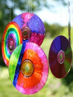 icu ~ Pin on Kids Crafts ~ Woohoo! Check out our latest homemade outdoor ornament! We turned a bunch of old compact disks into vibrant CD Sun Catchers. It was super-easy to do, and the results were gorgeous! They look amazing with Crafts With Cds, Old Cd Crafts, Fun Crafts, Arts And Crafts, Summer Crafts For Kids, Art For Kids, Summer Kids, Older Kids Crafts, Sun Catchers