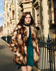 Boho-chic in a suede dress and fur coat