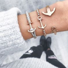 Sometimes, more is more. ⚓️  Mix and match our bracelets for a unique, casual look.  #getAnchored #paulhewitt