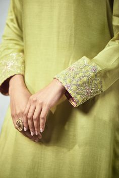 Good Earth – Stylish Sustainable Luxury Retail | Goodearth.in Pakistani Dresses Party, Pakistani Fashion Party Wear, Indian Gowns Dresses, Kurti Sleeves Design, Sleeves Designs For Dresses, Sleeve Designs, Embroidery On Clothes, Embroidery Fashion, Embroidery Dress