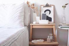 decoracion-mobiliario-madera-estilo-nordico-decapado-blanco-pipolart-pipol-art-apoyo-para-telefono-portavelas-jarrones