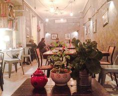 Descubre una cafetería donde probar una de las mejores tartas de zanahoria de Madrid, disfrutar de riquísimos bagles o tomarte un cócktail tranquilamente... en www.lereling.com