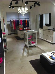 Fußboden Béton Floor, Farbe No. 8 Avorio Verarbeitet von: Freistil Werkstatt für Gestaltung. mp@freistil.eu.com