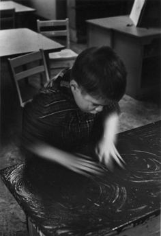 Boy fingerpainting, 1960 - William Gedney