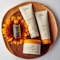 """Nothing gives us the """"Friday's just around the corner!"""" vibes like the bright, uplifting aroma of Beautifying. #smellslikeaveda ☀️  -  -  -  -  -  #aroma #aromatherapy #aveda #beautifying #instabeauty #haircare #skincare #avedaskincare #avedaspa #instabeauty #instahair #weekendvibes"""