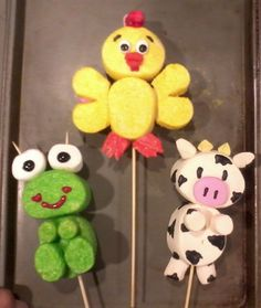 marshmallow farm animals (rooster, frog and cow)