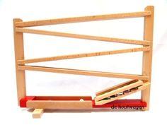 """houten knikkerbaan met xylofoontrap """"ik hoor nog steeds de knikkers over de belletjes gaan. Uren was ik er zoet mee"""""""