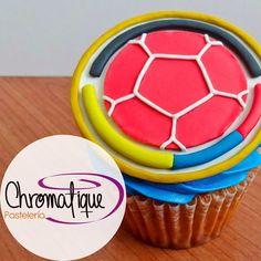 Colombian soccer team cupcake (Cupcake de la Selección Colombia). https://www.facebook.com/ChromatiquePasteleria