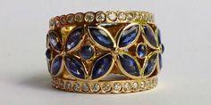 Sapphires and diamonds sparkle in this 18-carat gold ring. #Sluisjuwelen
