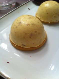 Willie saved to KochenDômes de mousse au speculoos - Fancy Desserts, Great Desserts, Fancy Cakes, Mini Cakes, Cupcake Cakes, Dessert Recipes, Mousse Dessert, Creme Dessert, Mousse Speculoos