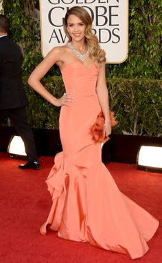 Jessica Alba stands out on the red carpet at the 2013 Golden Globes in a coral Oscar de la Renta gown | E! Online