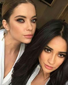 Find images and videos about pretty little liars, pll and ashley benson on We Heart It - the app to get lost in what you love. Le Style Shay Mitchell, Estilo Shay Mitchell, Ashley Benson, Pretty Little Liars Meme, Preety Little Liars, Divas, Makeup Looks, Hair Makeup, Hair Cuts