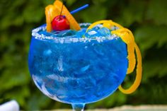 Simply switch out the orange liqueur for blue curacao and you have a beautiful Blue Margarita (massive margarita bowl, optional). Blue Alcoholic Drinks, Blue Drinks, Blue Cocktails, Summer Drinks, Mixed Drinks, Blue Margarita, Margarita Cocktail, Cocktail Drinks, Martini Recipes