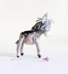 Aangepaste volgorde. Serafima - Mini voelde ezel. Kunst speelgoed. Gevilte ezel. Handgemaakte vilten speelgoed permanent gevulde ezel. SPECIALE bestelling voor Nicky.