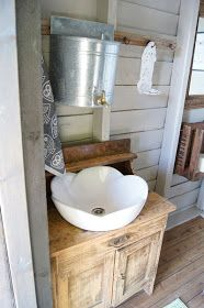 Sink idea for outhouse area Cabin Bathrooms, Outdoor Bathrooms, Lavabo Exterior, Outhouse Bathroom, Bathroom Plumbing, Outdoor Toilet, Off Grid Cabin, Composting Toilet, Cabins In The Woods
