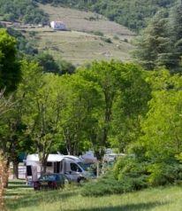 CC 8,5 - Kawan Village Ardèche Camping - 20 minuten van de autoroute A7 - compleet toegankelijk voor minder validen - in het hart van de Ardèche.