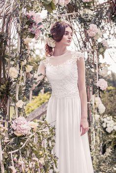 Wedding dress from Snow by Annasul Y. 2017 Bridal Collection. www.snowannasuly.co.uk