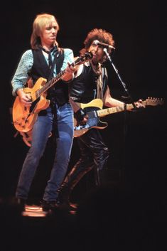 Tom Petty and Bob Dylan Mike Campbell, El Rock And Roll, Travelling Wilburys, Jackson Browne, Tom Petty, Rock Legends, Blues Rock, George Harrison, Bob Dylan