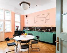 Als Innenarchitekt ist Gisbert Pöppler zugleich Farbdramaturg. Hier hat er eine Altbauwohnung neu inszeniert.